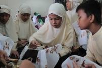 Siswa belajar batik di Desa Wisata Sendangduwur